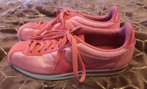 Nikes in rosa metallic