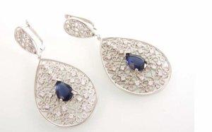 Ohrgehänge in Silber mit blauem Stein