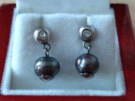 Ohrringe mit schwarzen Perlen
