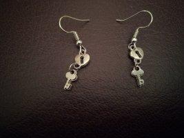 Dangle silver-colored metal