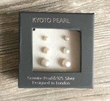 Orecchino di perle bianco