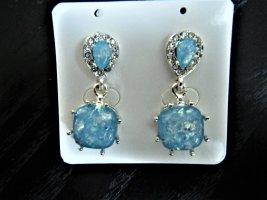Ohrstecker mit blauen Steinen