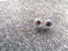 Ohrstecker mit violettfarbenden Stein