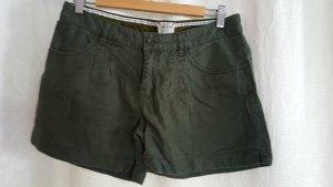 Olive/khaki farbene kurze Hose
