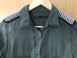 Olivgrünes Hemd mit Nieten