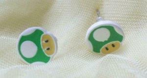 Clou d'oreille blanc-vert