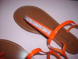 Sandalias con talón descubierto rojo