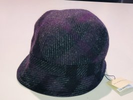 Burberry Woolen Hat black-brown violet wool