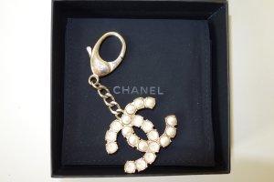 Org. CHANEL CC Keychain mit Perlen und Schmucksteinen inkl.Karton