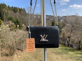 Louis Vuitton Gekruiste tas zwart-zilver