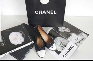 Chanel Ballerines pliables blanc-bleu foncé