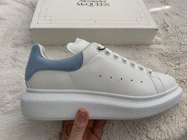 Alexander McQueen Baskets semelle plateforme  blanc-bleu azur