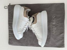 Alexander McQueen Sneakers met veters wit-goud Leer