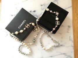 Chanel Collar de perlas blanco-gris tejido mezclado