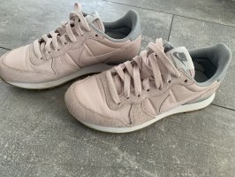 Nike Lace-Up Sneaker pink