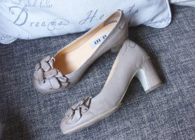 Loafers nude-brown leather