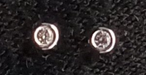 Ear stud white mixture fibre