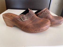 Sandalias con tacón coñac