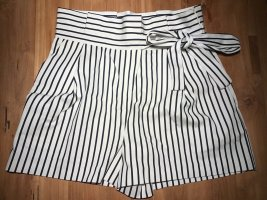 Paperbag Shorts schwarz weiß gestreift Zara Gr. M