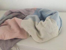 pastellfarbener Schal von Asos