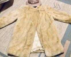 0039 Italy Płaszcz ze sztucznym futrem kremowy-złoto