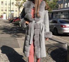 Manteau de fourrure gris clair fourrure