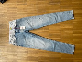 Pepe Jeans mit weißen Details
