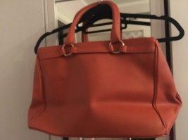 Peppt jedes Outfit auf: Sehr elegante Handtasche in orange