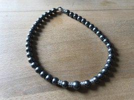Collar estilo collier gris oscuro