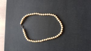 Pearl Necklace cream