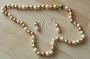 Collana di perle rosa pallido-verde pallido