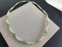 Collana di perle verde neon-beige chiaro