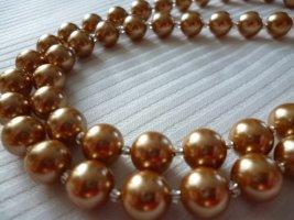 Collar de perlas carmín