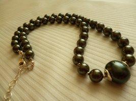 Collar de perlas verde oscuro