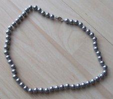 Collana di perle argento-grigio