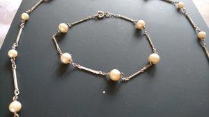 Perlenkette und Perlenarmband