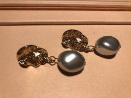 Perlenohrringe in verschiedenen Größen