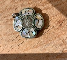 Perlmutt-Medaillon | Blumenform