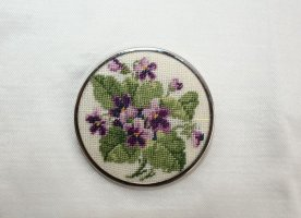 Petit Point Veilchen Vergissmeinnicht Vintage Brosche