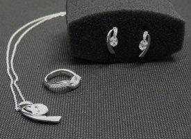 Pierre Cardin: Dreiteiliges elegantes Schmuck-Set - Kette, Ohrringe, Ring - 925 Sterling Silber