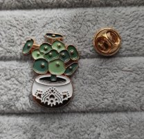 Broche multicolore