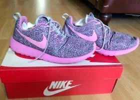 Pinke Nike run Laufschuhe Roshe Punkte 39