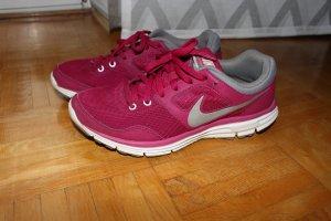 pinke Nikes