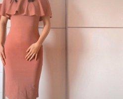 Pinkes Schulterfreies Kleid
