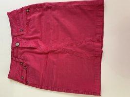 Pinkfarbener Jeansrock mit Glitzerknopf