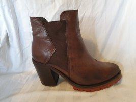 plateau chelsea boots