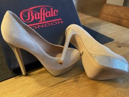 Buffalo London Plateauzool pumps room