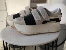 Zara Sneaker con strappi multicolore