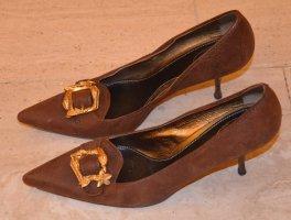Prada Damen Pumps, braunes Leder mit goldener Schnalle