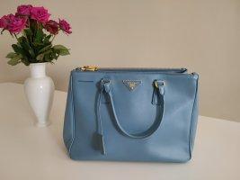 Prada Handtasche in Taubenblau/grau